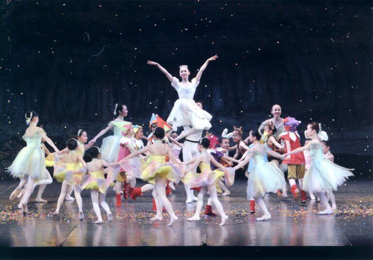 白雪姫を踊る生徒たち